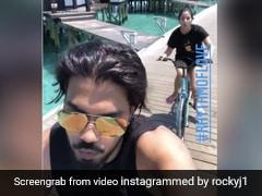 Hina Khan ने बॉयफ्रेंड के साथ समुद्र के बीचोबीच चलाई साइकिल, सीटी बजाते हुए Video हुआ वायरल