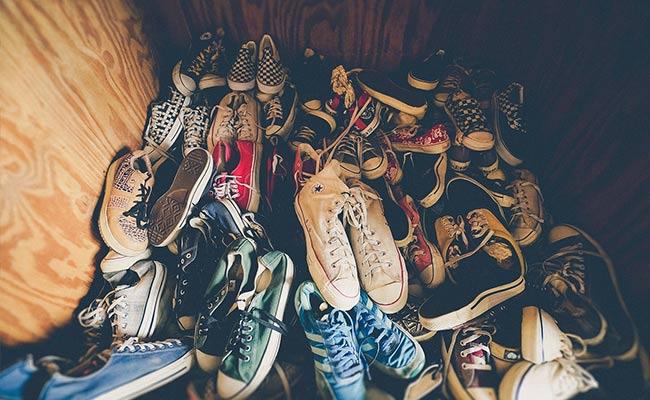रातों-रात लोगों के घर से चोरी हुए जूते-चप्पल, आखिर में यह निकला 'शातिर चोर', देख लोग हैरान...