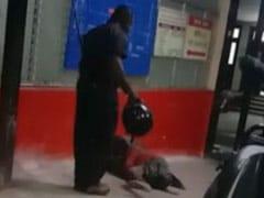 बूढ़ी महिला को पीटते हुए कैमरे में कैद हुआ यूपी के अस्पताल का गार्ड, पुलिस ने किया गिरफ्तार