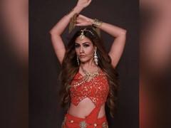 <i>Naagin 5</i>: Surbhi Chandna Slithers Into Hina Khan's Role