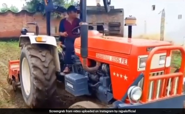 राजपाल यादव भी चले धर्मेंद्र और सलमान खान की राह, खेत में ट्रैक्टर चलाते दिखे- देखें Video