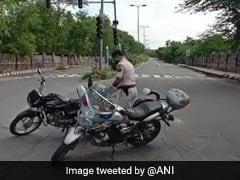 दिल्ली के महरौली में मुठभेड़ के बाद पुलिस ने ईनामी बदमाश को पकड़ा