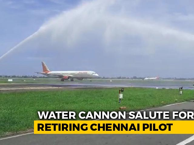 Video : Air India Pilot Retiring After 33 Years Gets Surprise Water Cannon Salute
