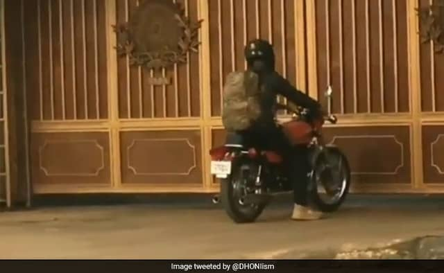 IPL 2020 Dhoni spotted with kit bag in Ranchi Watch Video