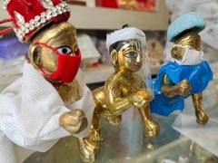 बनारस में कोरोना काल की जन्माष्टमी पर पीपीई किट में नजर आ रहे भगवान कृष्ण