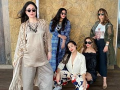 """Kareena Kapoor's Caption For Pic With Her """"Squad"""" Is Winning The Internet"""