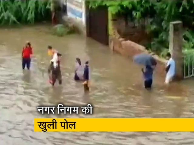 Videos : बारिश से दरिया बनी साइबर सिटी