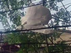 दिल्ली के सीआर पार्क में शख्स ने खुले में फेंकी PPE Kit, पुलिस ने दर्ज किया मामला