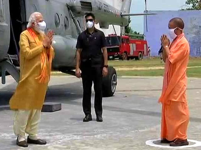 Video : PM Arrives In Ayodhya, Yogi Adityanath Welcomes Him
