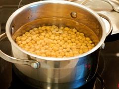 Easy Cooking Hacks: 5 स्मार्ट कुकिंग हैक अपना कर प्रेशर कुकर के बिना पकाएं चने और छोले