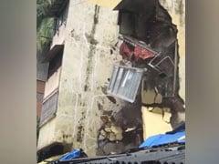 बारिश का कहर झेल रही मुंबई में भरभराकर गिरा बिल्डिंग का एक हिस्सा, VIDEO वायरल