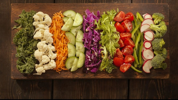 5 Foods That Should Be Eaten Raw For Maximum Health Benefits