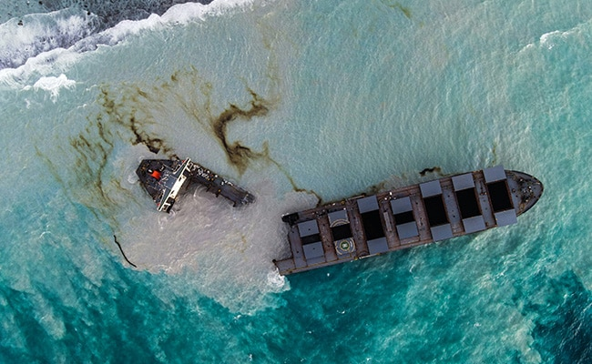 Ship That Oozed Oil Off Mauritius Coast Splits In Two