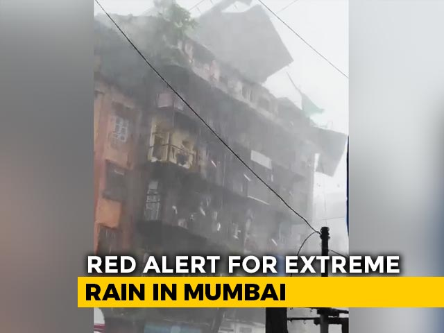 Video : Watch: Heavy Rain, Strong Wind Sweep Tin Roof Off Mumbai Building