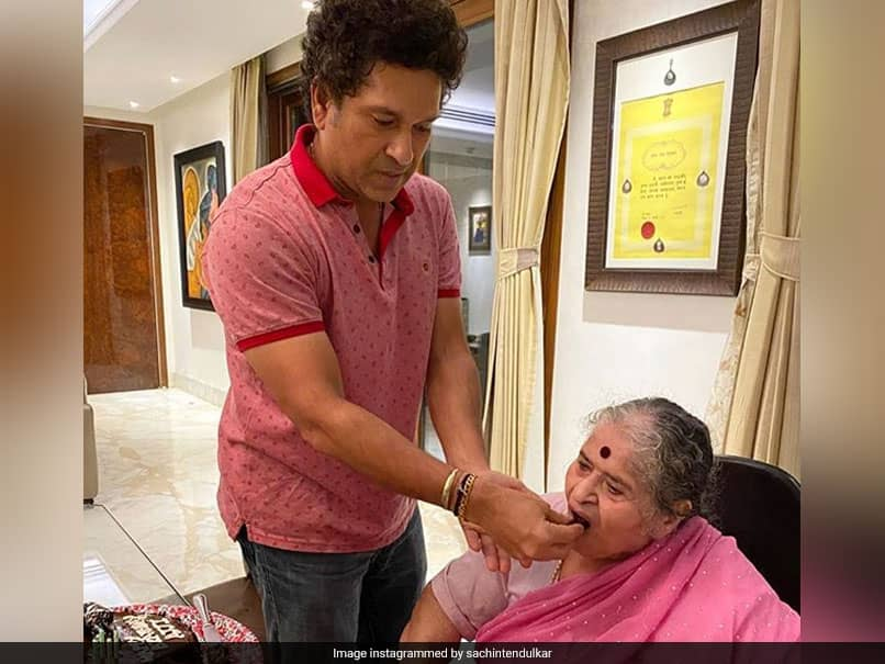 Sachin Tendulkar Celebrates Mothers Birthday With Family Over Video Call; Sourav Ganguly Pays Wishes
