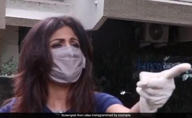 बिना मास्क के घूम रहे फोटोग्राफर्स पर भड़कीं शिल्पा शेट्टी, ऊंगली दिखाकर यूं जताया गुस्सा- देखें Video