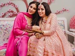 Sara Ali Khan Lights Up Filmmaker J P Dutta's Daughter Nidhi's <I>Mehendi</i> Ceremony. See Pics