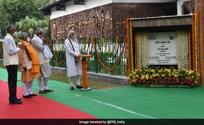 PM Modi Inaugurates Rashtriya Swachhata Kendra At Delhi's Raj Ghat