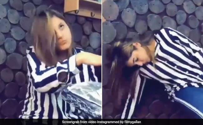 शहनाज गिल मजे से बनवा रही थीं टैटू, तभी लग गया करंट और बेहोश होकर गिर पड़ीं एक्ट्रेस- Viral हुआ Video