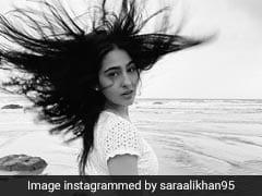 सारा अली खान समुद्र किनारे टहलते हुए देने लगीं पोज, Photo में दिखा जबरदस्त अंदाज