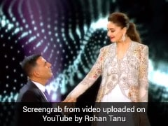 माधुरी दीक्षित ने अक्षय कुमार संग स्टेज पर किया रोमांटिक डांस, थ्रोबैक Video हुआ वायरल