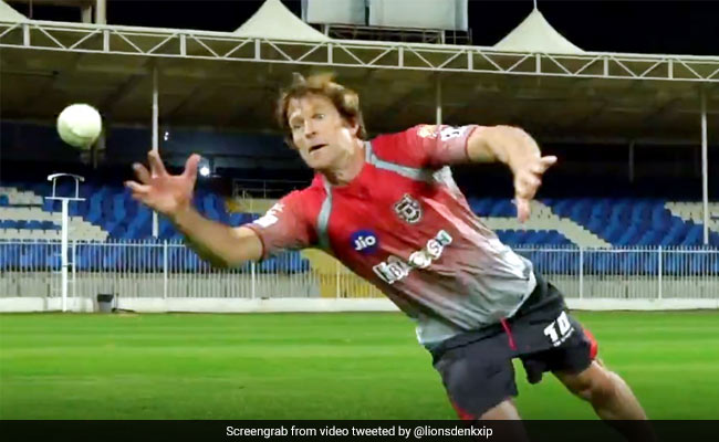 IPL 2020: Jonty Rhodes took impossible catches in the air, players left watching ... Watch Video