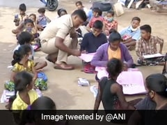 Real Singham: मज़दूरों के बच्चों को फ्री शिक्षा दे रहा पुलिस वाला, बोला- 'इन्हें नहीं बनने दूंगा मज़दूर...'