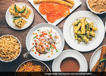 Surat Eatery Gives Free 'Locho' To Celebrate One Billion COVID Vaccines