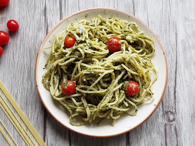 Video : How To Make Spaghetti In Pesto Sauce   Easy Spaghetti In Pesto Sauce Recipe Video
