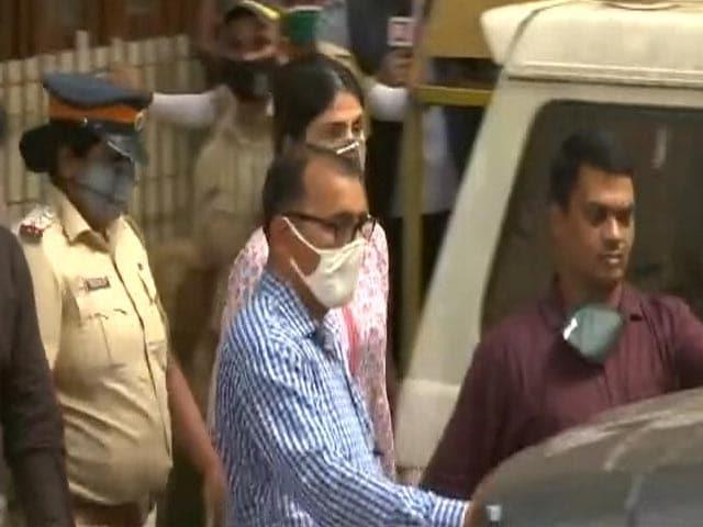 सुशांत राजपूत की बहन के खिलाफ रिया चक्रवर्ती की शिकायत के बाद मुंबई पुलिस ने दर्ज किया खुदकुशी के लिए उकसाने का केस