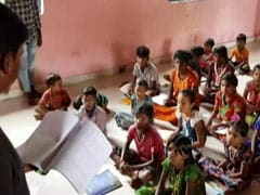 Lacking E-Tools, Teen Students Turn Tutors In Maharashtra Village