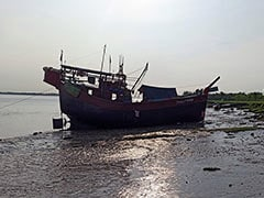 बांग्लादेश में मछली पकड़ने वाले ट्रॉलर से हो रही थी कपड़ों की तस्करी, कस्टम विभाग ने कोस्टगार्ड की मदद से पकड़ा
