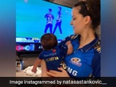 हार्दिक पांड्या की पत्नी और बेटा मुंबई इंडियंस की जर्सी में मैच देखते आए नजर, Photo हुईं वायरल