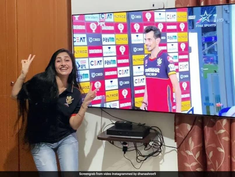 IPL 2020, SRH vs RCB: Yuzvendra Chahals Fiancee Dhanashree Verma Dances As He Receives Man Of The Match Award. Watch