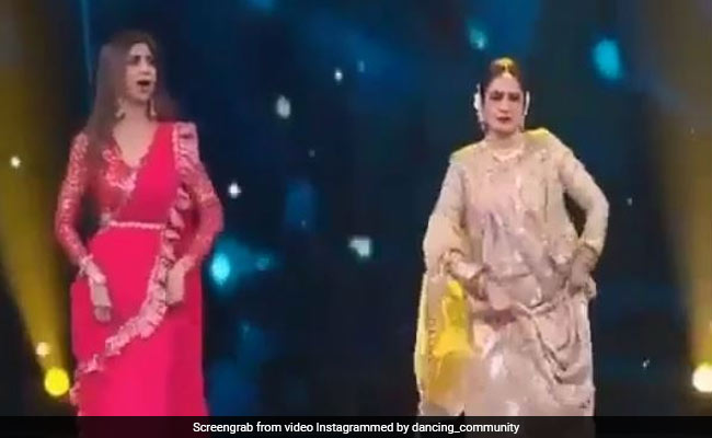 रेखा ने Shilpa Shetty के साथ स्टेज पर किया क्लासिकल डांस, 'सलामे इश्क मेरी जां' पर मचा दिया तहलका- देखें Video