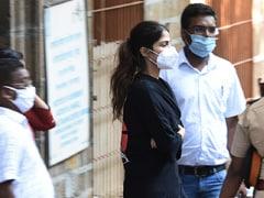 रिया चक्रवर्ती के मुर्दाघर में जाने के मामले में नियमों का नहीं हुआ कोई उल्लंघन : महाराष्ट्र मानवाधिकार आयोग