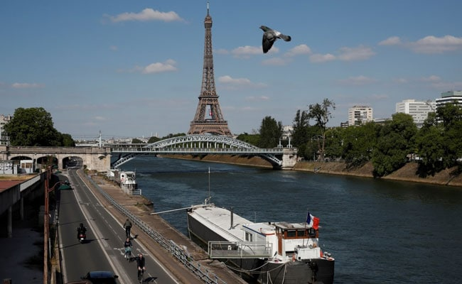 Eiffel Tower Reopens After Bomb Scare In Paris