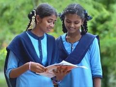 गुजरात के स्कूलों में 25% कम हुई फीस, जानें- दिल्ली- पंजाब के छात्रों को कितनी मिली राहत?