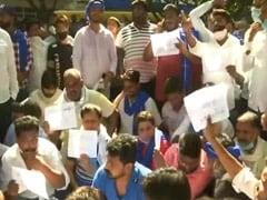 यूपी में महिला से गैंगरेप और मौत मामले में भीम आर्मी ने दिल्ली के अस्पताल के बाहर किया प्रदर्शन