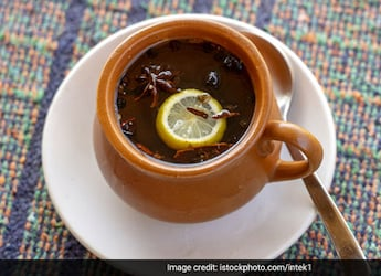 After Dussehra Binge, These 7 Detox Drinks Are What Your Body Needs To Flush Out The Toxins