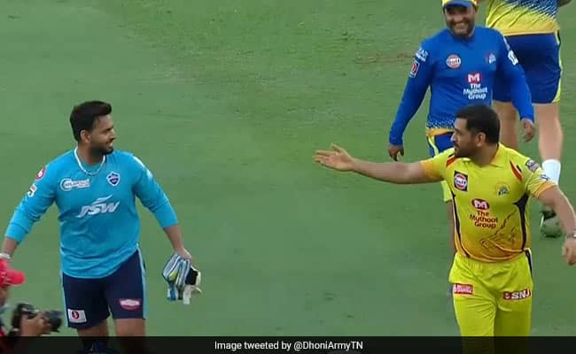 IPL Rishabh Pant Playing with MS Dhoni aftert toss in the 7th match of IPL 2020