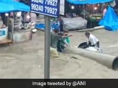 गुजरात: भारी बारिश के चलते बनासकांठा जिले के कई इलाकों में भरा पानी, देखें Videos