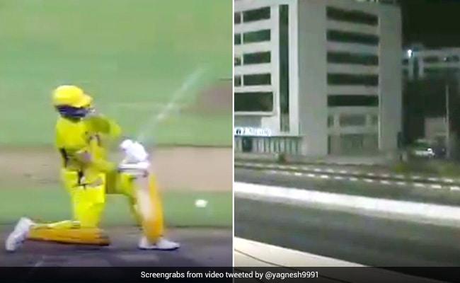 IPL 2020: हारकर भी हीरो बने MS Dhoni, मारा ऐसा छक्का, सड़क पार कर गई गेंद... देखें Video