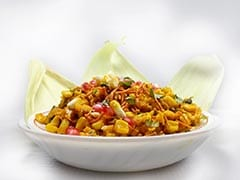 Spicy Corn <i>Bhel</i> Gives a Healthy Spin To The Iconic Indian Street Food Of <i>Bhel</i> (Watch Recipe Video)