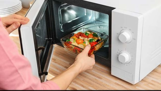 Viral Video: How To Reheat Food In Microwave Oven? Woman Shares Easy Microwaving Tip