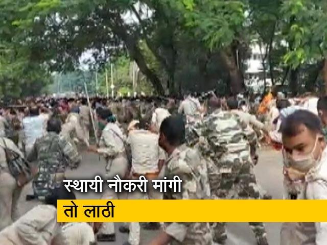 Videos : स्थायी नौकरी की मांग कर रहे सहायक पुलिसकर्मियों पर लाठीचार्ज