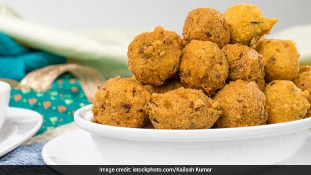<i>Punugulu</i> Recipe: The Crispy, Crunchy South Indian Tea-Time Snack That Has Our Heart