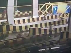 इंदौर : लाठी व पत्थरों से लैस नकाबपोशों ने की टोल प्लाजा में तोड़फोड़, कर्मचारियों पर भी हमला