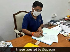 Covid Positive Goa Chief Minister Clears Files; Why No Gloves, Asks Congress