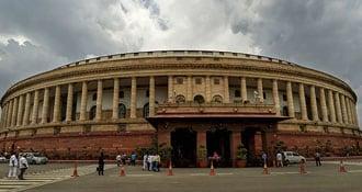 संसदीय समिति के सदस्यों ने फेसबुक की पॉलिसी हेड अंखी दास से डेटा सुरक्षा पर सवाल-जवाब किए : सूत्र